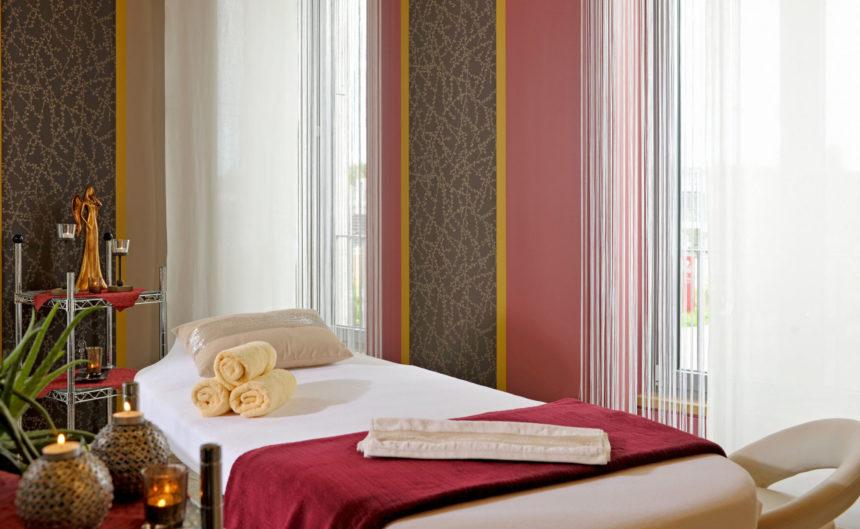 Massage Liege im Physiotherapie Bereich der Fontane Therme Brandenburg