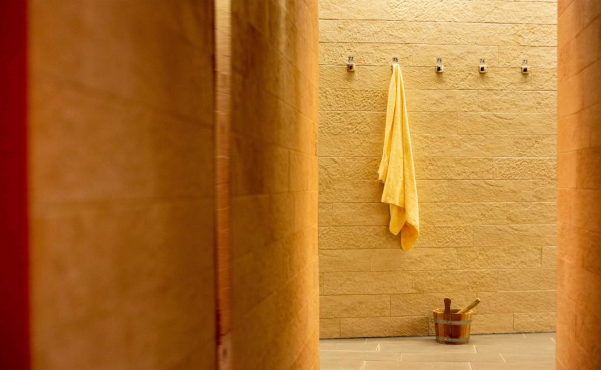 Kleiderhaken des Duschbereichs in der Therme Neuruppin
