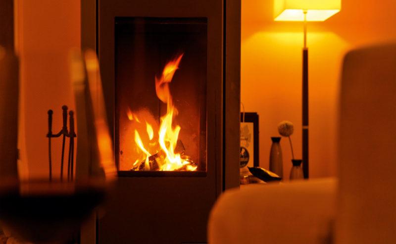 Blick auf ein offenes Kaminfeuer im Romantik Hotel Brandenburg