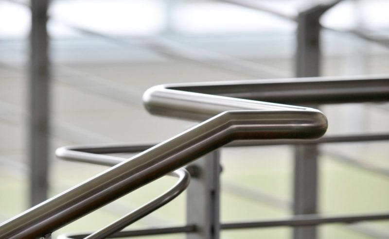 Nahaufnahme Metallgeländer im Resort Mark Brandenburg