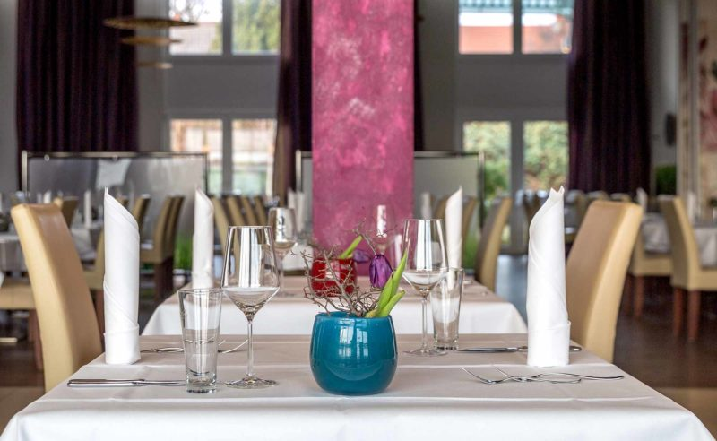 Eingedeckter Tisch im 'Parzival' Ihrem Restaurant in Neuruppin
