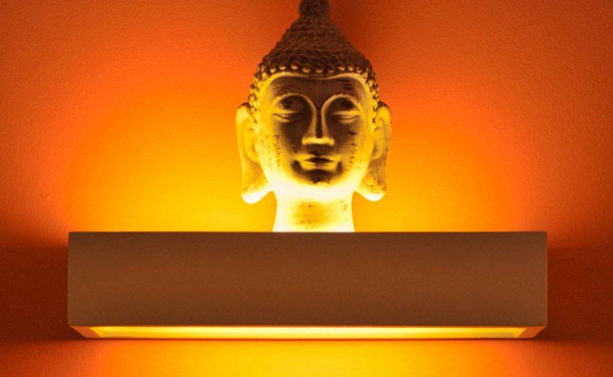 Beleuchteter Buddha in der Therme Neuruppin