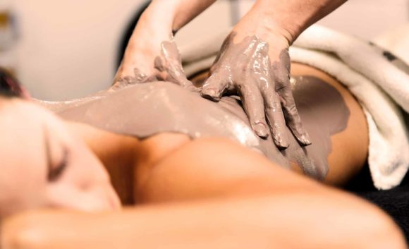 Schlammmassage in der Therme Brandenburg