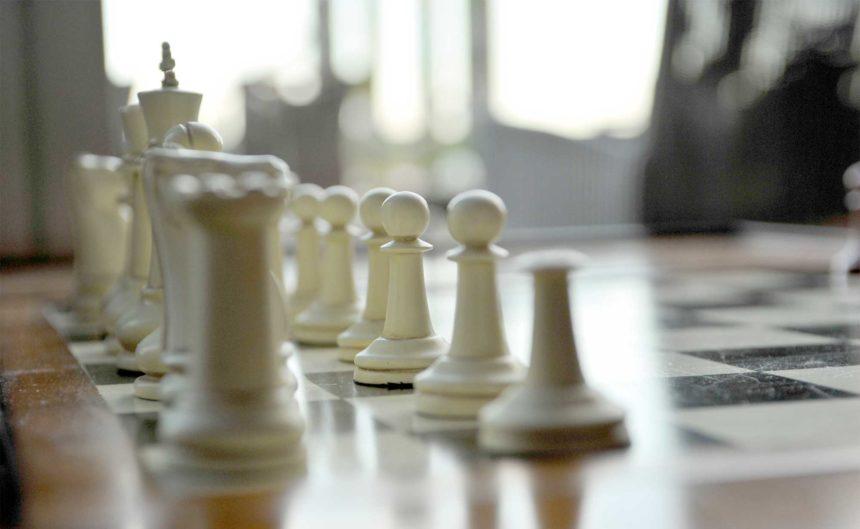Schachbrett mit Spielfiguren im Resort Mark Brandenburg