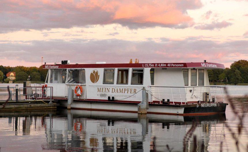 Dampfer am Steg auf dem Ruppiner See