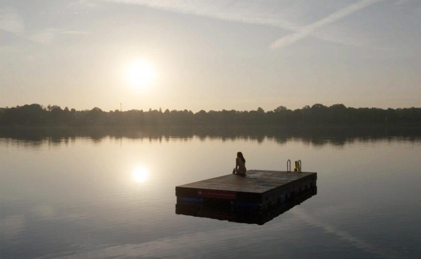 Schwimmende Badeplattform auf dem Ruppiner See
