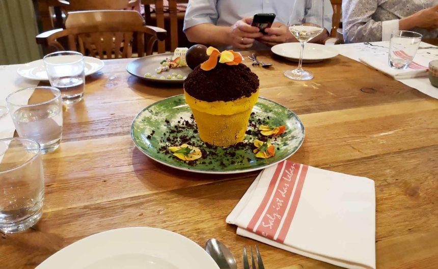 Dessert auf dem Tisch im Restaurant Seewirtschaft des Resorts Mark Brandenburg