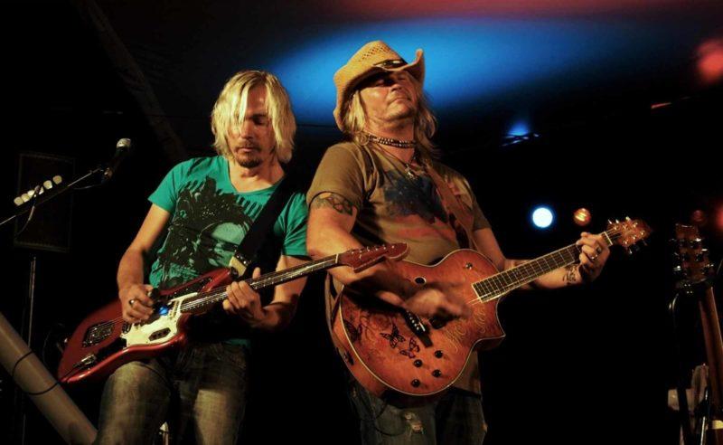 Band-Duo Sherman auf der Bühne in der Lobby des Hotel Neuruppin