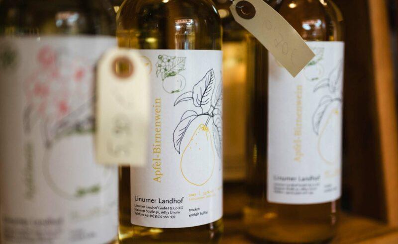 Frisch abgefüllter Apfel-Birnenwein des Partner Linum